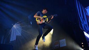 Le chanteur Vianney lors du Festival Les Francofolies de La Rochelle, en juillet 2017. (XAVIER LEOTY / AFP)