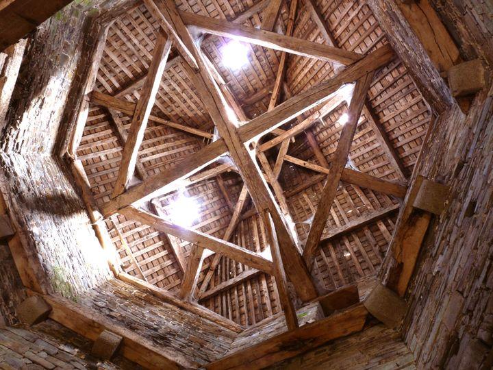 La charpentede la tour carrée de la cathédrale Dol-de-Bretagne. (FONDATION DU PATRIMOINE)