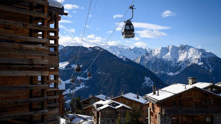 La station suisse de Verbier, le 22 décembre 2020. (FABRICE COFFRINI / AFP)