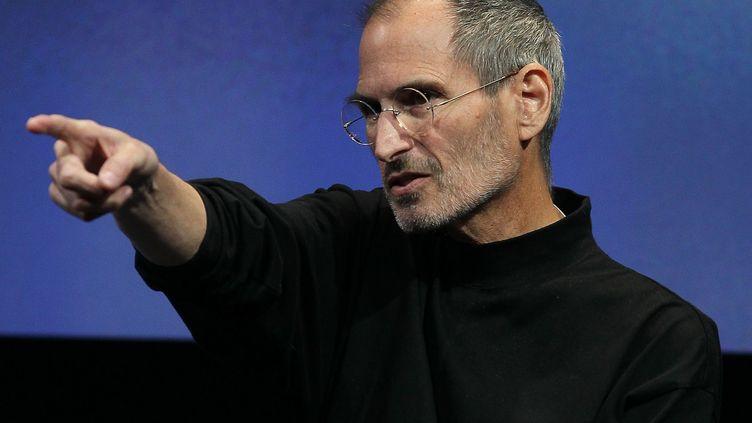 Le fondateur d'Apple, Steve Jobs, lors d'une présentation le 8 avril 2010 à Cupertino. (JUSTIN SULLIVAN / GETTY IMAGES / AFP)