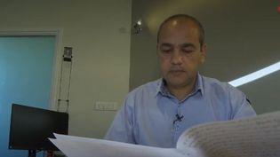 Mohamed Boudjellaba, nouveau maire de Givors (Rhône), est victime de racisme. Il a porté plainte après avoir reçu une lettre de menaces et d'insultes racistes. (FRANCE 3)