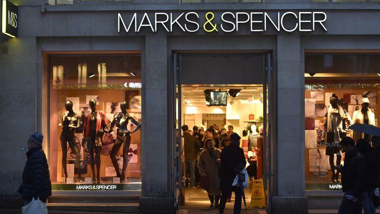 Le magasin Marks and Spencer des Champs-Elysées, à Paris. (ALAIN JOCARD / AFP)