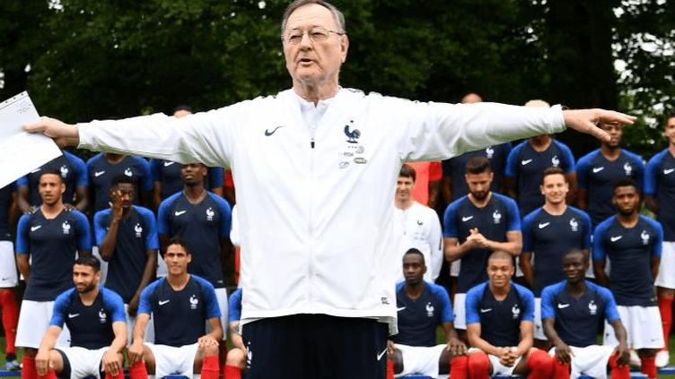Le chef de presse de l'équipe de France, Philippe Tournon, le 30 mai 2018, à Clairefontaine (Yvelines) lors de la séance photo officielle des Bleus avant le Mondial en Russie.