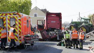 Le camion percuté par un train à Nangis (Seine-et-Marne) le 21 avriltransportait un tracteur. (MATTHIEU ALEXANDRE / AFP)