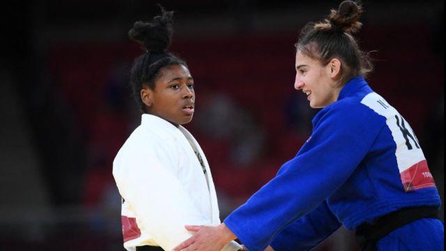 Sanctionnée pour une action dangereuse, Sarah-Léonie Cysique écope d'un carton rouge. La Kosovare Nora Gjakova est alors sacrée championne olympique.
