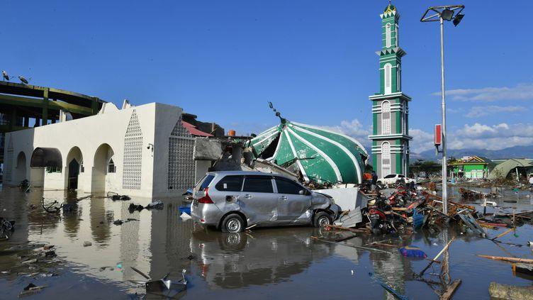 La ville de Palu dévastée après le passage d'un tsunami, vendredi 28 septembre 2018. (ADEK BERRY / AFP)