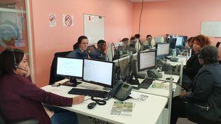 Le centre d'appels du numéro vert d'information, à Romainville (Seine-Saint-Denis), le 4 février 2020. (LAURIANE DELANOE / RADIO FRANCE)