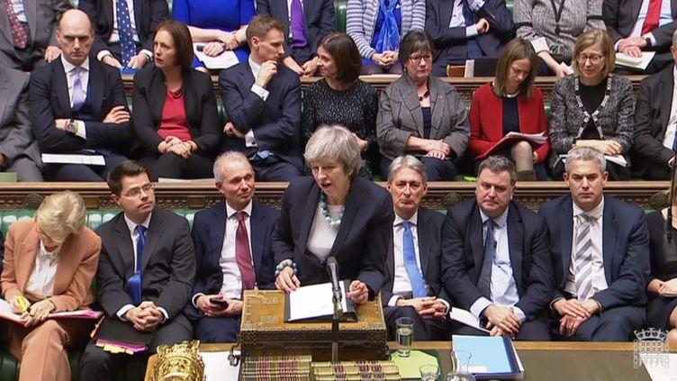 Theresa May prend la parole lors d'une session au Parlement britannique, à Londres (Royaume-Uni), le 10 décembre 2018. (AFP)