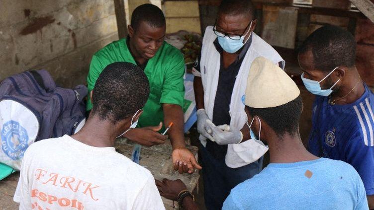 Dépistage de la tuberculose et du VIH à Abidjan, en Côte d'Ivoire, par Médecins du monde, le 10 janvier 2019. (RENAUD BOULET / MÉDECINS DU MONDE)