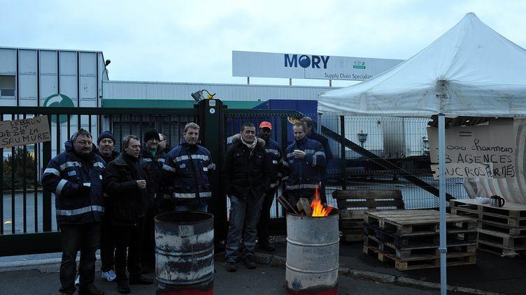 Devant le site Mory Ducros de Lesquin(Nord), le 28 janvier 2014. (MAXPPP)