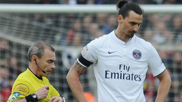L'arbitre Mr Jaffredo et Zlatan Ibrahimovic lors de Bordeaux-PSG