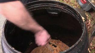 Zoom sur un métier qui disparaît peu à peu : les bouilleurs de cru. Un Corrézien perpétue la tradition avec une distillerie ambulante. (FRANCE 3)