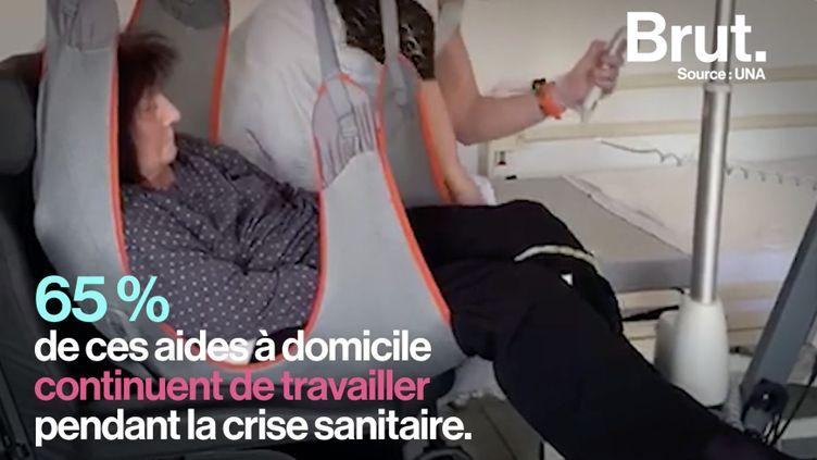 """VIDEO. """"Ils n'ont que nous, on rythme leur journée"""" : le quotidien des aides à domicile (BRUT)"""