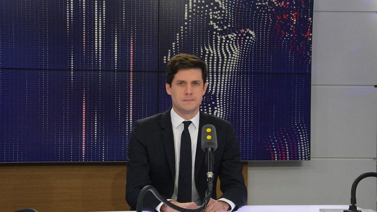 Le ministre de la Ville et du Logement, Julien Denormandie sur franceinfo (JEAN-CHRISTOPHE BOURDILLAT / FRANCE-INFO)