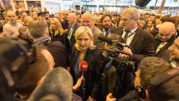 La présidente du FN, Marine Le Pen, le1er mars 2016 au Salon de l'agriculture, porte de Versailles à Paris. (SERGE TENANI / CITIZENSIDE.COM / AFP)
