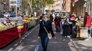 Un marchéde Toulouse en pleine épidémie de Covid-19, le 21 août 2020. (JEAN-MARC BARR?RE / HANS LUCAS / AFP)