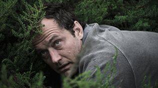 Jude Law incarne Sam, qui tombe dans l'enfer de l'Ile britannique de Osea. (HBO/Sky)
