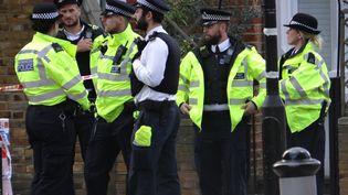 Des policiers britanniques, à Londres, le 15 septembre 2017. (CITIZENSIDE / STAISY MISHCHENKO / AFP)