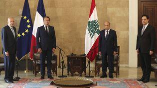 Le président français, Emmanuel Macron, et son homologue libanais, Michel Aoun, à Beyrouth, le 6 août 2020. (THIBAULT CAMUS /AFP)