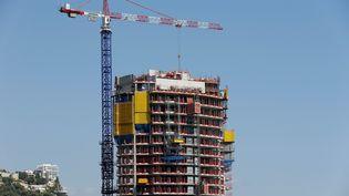 La tour Odéon en construction, en août 2013. (VALERY HACHE / AFP)