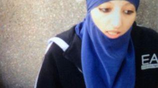 Hasna Aït Boulahcen, la cousine d'Abdelhamid Abaaoud, dans une vidéo filmée en juin 2015, et diffusée par France 2 le 21 avril 2016. (FRANCE 2 / ENVOYE SPECIAL)