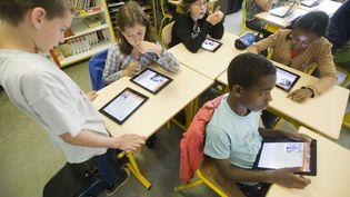 Des enfants dans une école à Angers (Maine-et-Loire), le 17 juin 2011. (DELAGE JEAN-MICHEL/SIPA)