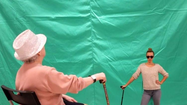 À Lambersart (Nord), les résidents d'une maison de retraite sont devenus des vedettes sur Internet en réalisant des clips vidéos. (CAPTURE D'ECRAN FRANCEINFO)