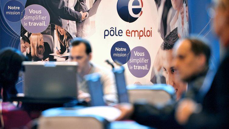 Dans une agence Pôle Emploi d'Arras (Pas-de-Calais), le 18 octobre 2012. (PHILIPPE HUGUEN / AFP)