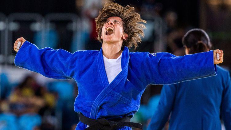 Sandrine Martinet, après sa victoire lors de Jeux paralympiques de Rio, en 2016. (JENS BUETTNER / DPA / MAXPPP)