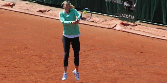 Maria Sharapova à l'entraîneur sur le court Central