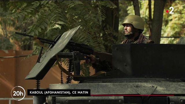 Afghanistan : des journalistes de France 2 montent à bord d'un convoi taliban à Kaboul