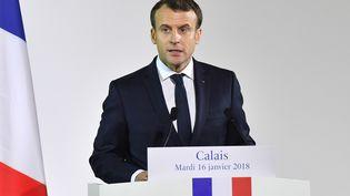 Le président de la République, Emmanuel Macron, lors d'un discours devant les forces de l'ordre, à Calais (Pas-de-Calais), le 16 janvier 2018. (DENIS CHARLET / AFP)