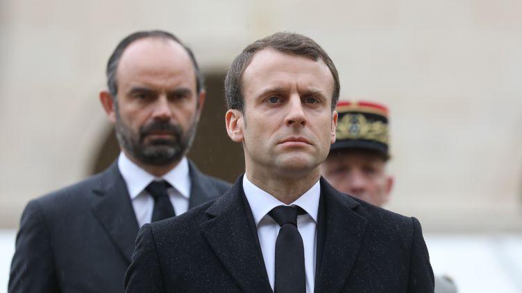 Le président Emmanuel Macron et le Premier ministre Edouard Philippe lors d'une cérémonie d'hommage à Arnaud Beltrame, le 28 mars 2018. (LUDOVIC MARIN / AFP)