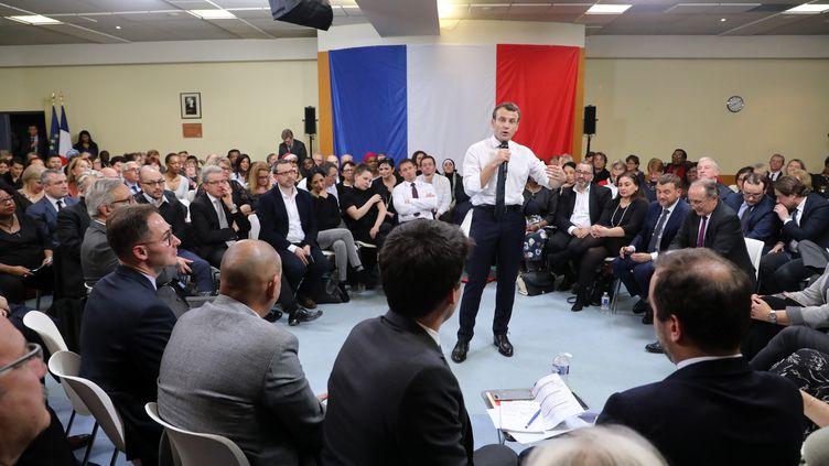 Le président de la République, Emmanuel Macron, le 4 février 2019 à Evry-Courcouronnes (Essonne). (LUDOVIC MARIN / AFP)