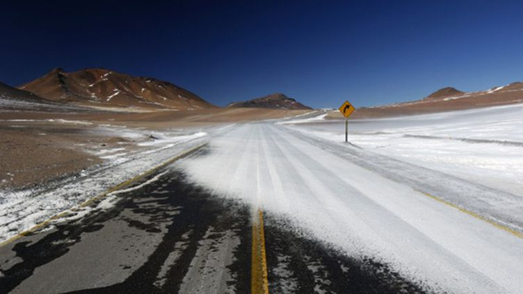 Une route enneigée au Chili (PHILIPPE CROCHET / PHOTONONSTOP)