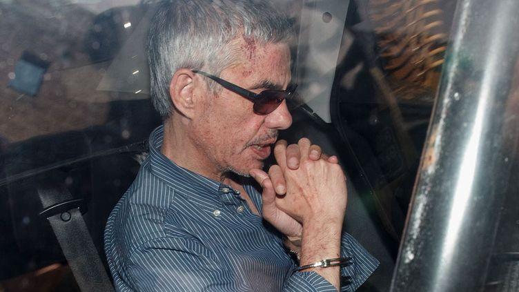 Le conducteur de trainFrancisco José Garzón Amoest emmené dans un véhicule de police pour rencontrer le juge, à Saint-Jacques-de-Compostelle (Espagne), le 28 juillet 2013. (PABLO BLAZQUEZ DOMINGUEZ / GETTY IMAGES)