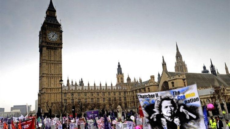 Colère à Londres contre le plan d'austérité gouvernemental (26 mars 2011). Le spectre Thatcher (AFP/CARL DE SOUZA)