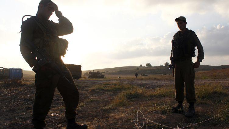 Des soldats israéliens sont positionnés au sud de la bande de Gaza, le 17 juillet 2014. (REUTERS)