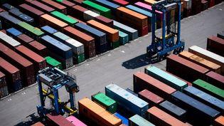 Des conteneursau port de Fos-sur-Mer, le 23 juillet 2020. (CLEMENT MAHOUDEAU / AFP)