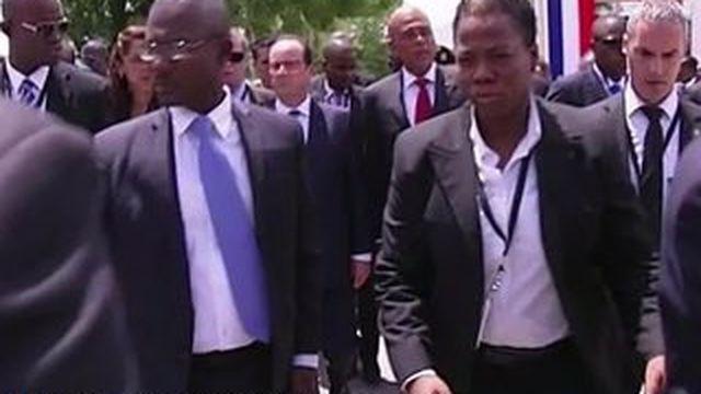 En Haïti, François Hollande confronté au passé