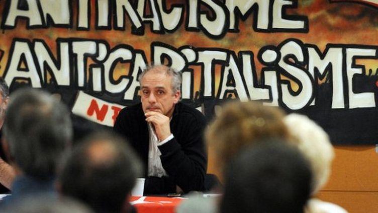 Philippe Poutou, candidat du NPA, à Tours le 27 mars 2012. (ALAIN JOCARD / AFP)
