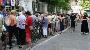File d'attente devant le théâtre des Béliers, Avignon  (Sophie Jouve)