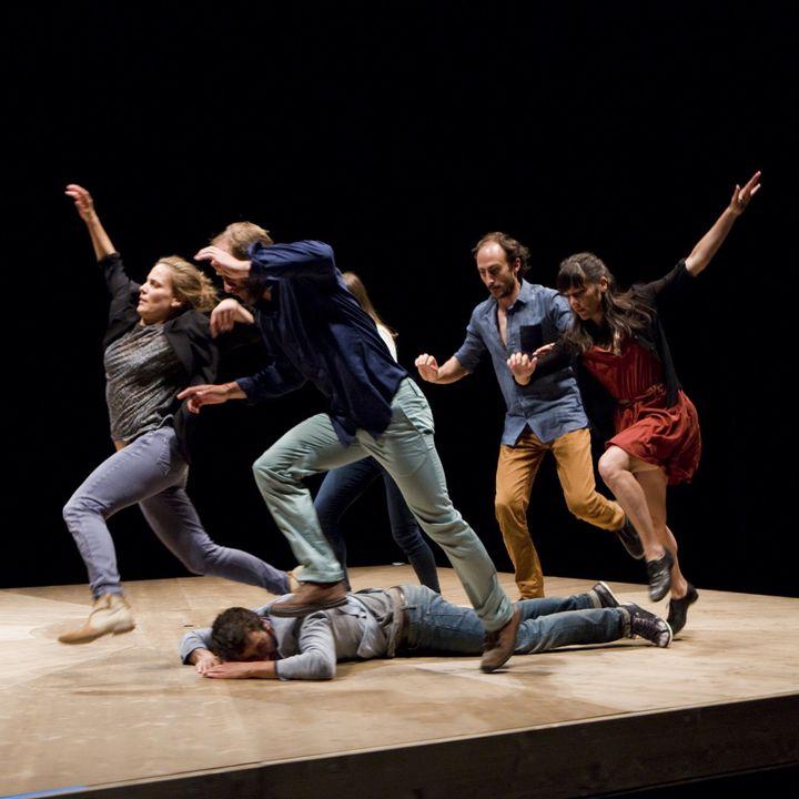 """Celui qui tombe"" de Yoann Bourgeois sur la scène de l'opéra de Lyon  (Biennale de la danse / Cie Yoann Bourgeois)"