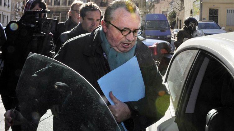 Le président PS du conseil général des Bouches-du-Rhône, Jean-Noël Guérini, à sa sortie du palais de justice de Marseille, le 15 février 2012. (BORIS HORVAT / AFP)