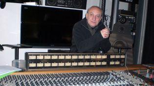 Jean-Pierre Mas dans son studio aux portes de Paris, en décembre 2012  (Annie Yanbékian)