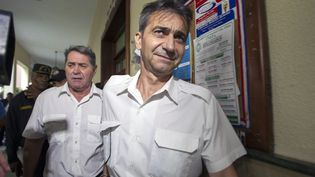 """Les deuxpilotes d'""""Air Cocaïne"""",Pascal Fauret et Bruno Odos à Saint-Domingue(Répulbique dominicaine), le 8 mai 2014. (ERIKA SANTELICES / AFP)"""