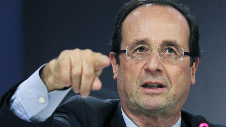 François Hollande, candidat socialiste à la présidentielle de 2012n lors d'une conférence de presse à Bruxelles (Belgique) le 30 novembre 2011. (THIERRY ROGE / REUTERS)