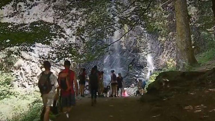 Puy-de-Dôme : une balade rafraîchissante à travers les cascades de montagne (Puy-de-Dôme : une balade rafraîchissante à travers les cascades de montagne)
