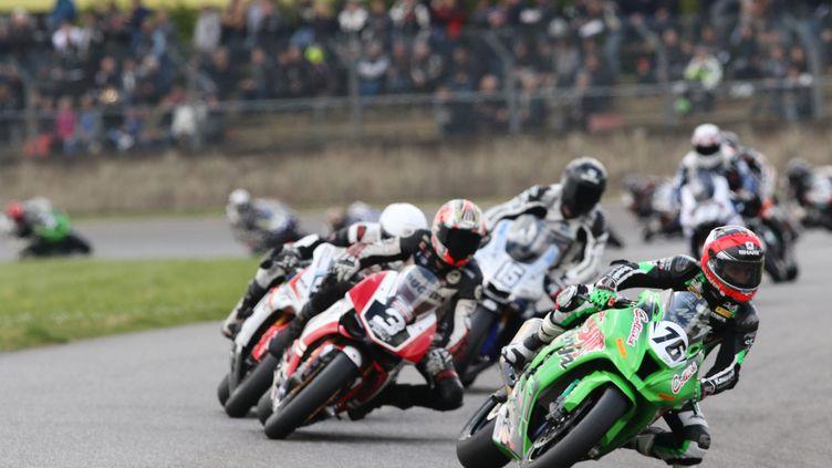 Championnat de France de superbike motos sr le circuit de Nogaro le 24 avril 2016. (SEBASTIEN LAPEYRERE / MAXPPP)