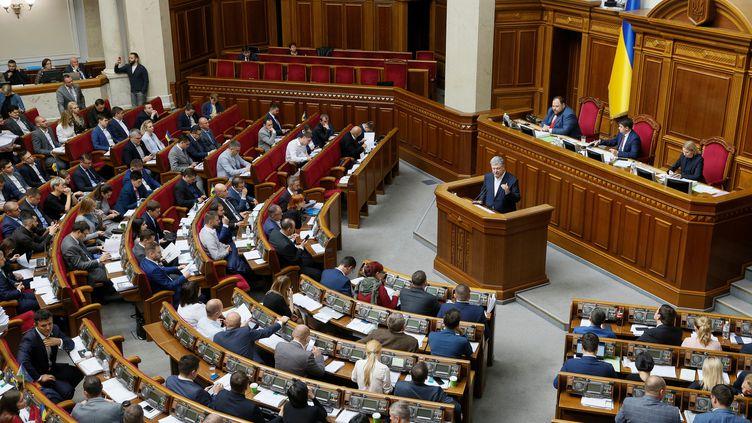 Une session au Parlement ukrainien, à Kiev, le 2 octobre 2019. (VALENTYN OGIRENKO / AFP)